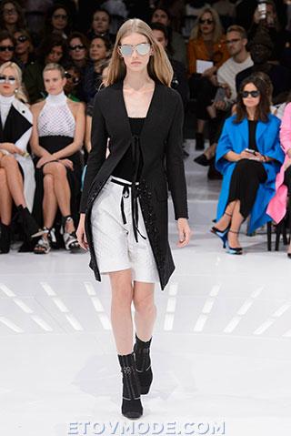 С чем сочетаются модные женские пиджаки 2015?